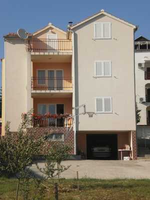 Apartments Gulam Pirovac